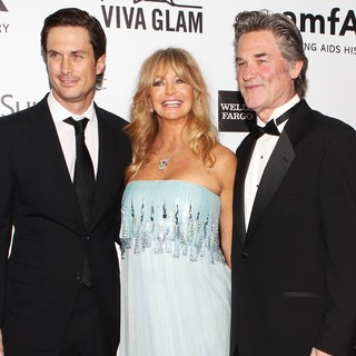 Oliver Hudson in 2013 amfAR Inspiration Gala Los Angeles Presented by MAC Viva Glam - hudson-hawn-russell-2013-amfar-inspiration-gala-03