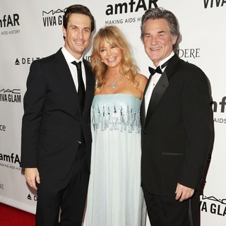 Oliver Hudson in 2013 amfAR Inspiration Gala Los Angeles Presented by MAC Viva Glam - hudson-hawn-russell-2013-amfar-inspiration-gala-04