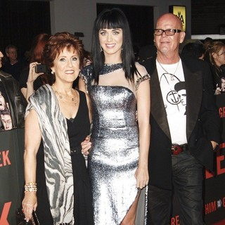 Mary Hudson, Katy Perry, Keith Hudson in Los Angeles Premiere of Get Him to the Greek