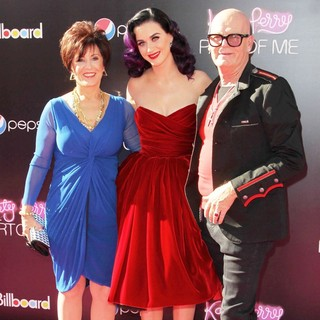 Mary Hudson, Katy Perry, Keith Hudson in Katy Perry: Part of Me Los Angeles Premiere