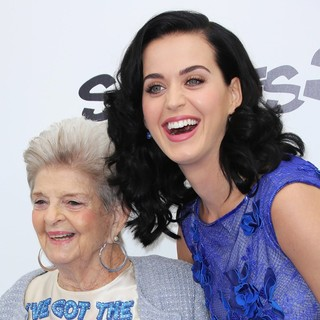Ann Hudson, Katy Perry in The Los Angeles Premiere of The Smurfs 2 - Arrivals