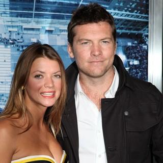 Sam Worthington in Premiere of Man on a Ledge - humphries-worthington-premiere-man-on-a-ledge-02