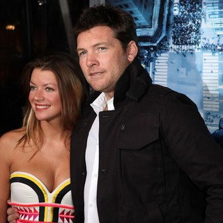 Sam Worthington in Premiere of Man on a Ledge - humphries-worthington-premiere-man-on-a-ledge-03