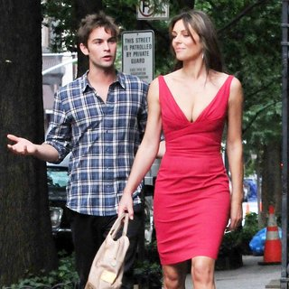 Chace Crawford, Elizabeth Hurley in Shooting for Gossip Girl