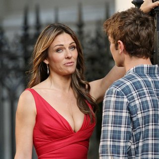 Elizabeth Hurley in Shooting for Gossip Girl - hurley-crawford-shooting-for-gossip-girl-09