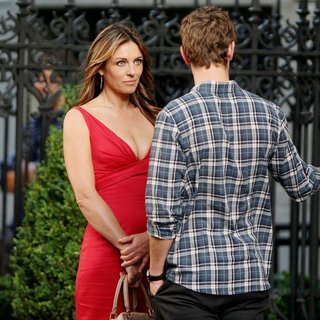 Elizabeth Hurley in Shooting for Gossip Girl - hurley-crawford-shooting-for-gossip-girl-10