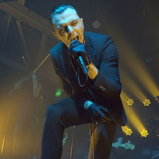 Theo Hutchcraft, Hurts in Hurts Playing A Headline Gig