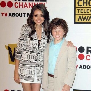 Sarah Hyland, Nolan Gould in The 2011 Critics Choice Television Awards Luncheon - Red Carpet