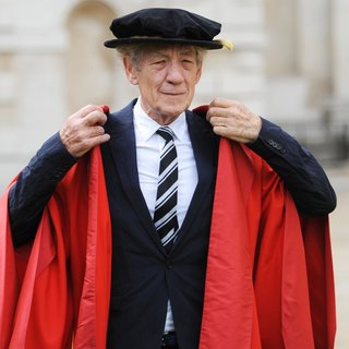 Ian McKellen Receives An Honorary Degree from Cambridge University