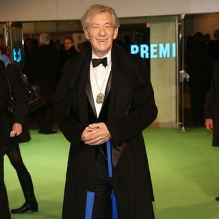 Ian McKellen in The Hobbit: An Unexpected Journey - UK Premiere - Arrivals - ian-mckellen-uk-premiere-the-hobbit-an-unexpected-journey-05