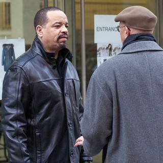 Dann Florek in The Film Set of Law and Order: Special Victims Unit - ice-t-florek-set-law-and-order-svu-01