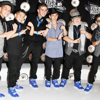 ICONic Boyz in 2011 MTV Video Music Awards - Arrivals