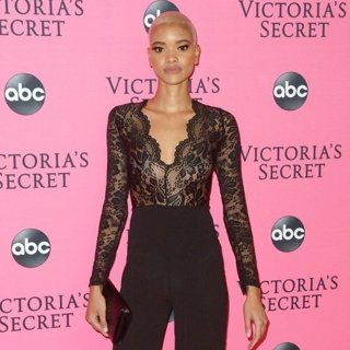 Iesha Hodges in Victoria's Secret Fashion Show Viewing Party - Red Carpet Arrivals