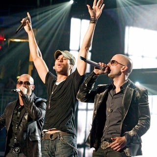 Enrique Iglesias, Wisin & Yandel in Wisin Yandel Perform on Their Revolution Tour