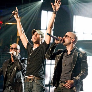 Enrique Iglesias - Wisin Yandel Perform on Their Revolution Tour