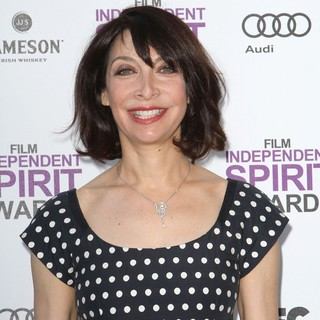 Illeana Douglas in 27th Annual Independent Spirit Awards - Arrivals