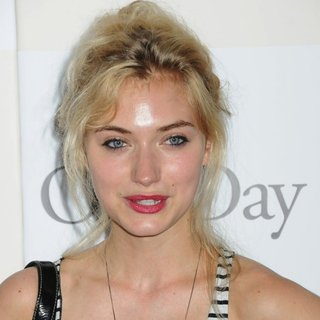 Imogen Poots in New York Premiere of One Day - imogen-poots-premiere-of-one-day-01