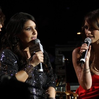 Carrie Ann Inaba, Jennifer Love Hewitt in 102.7 KIIS FM's Jingle Ball 2011 - Show