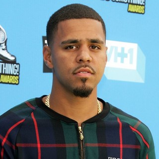 J. Cole in The 2013 Do Something Awards - j-cole-2013-do-something-awards-01