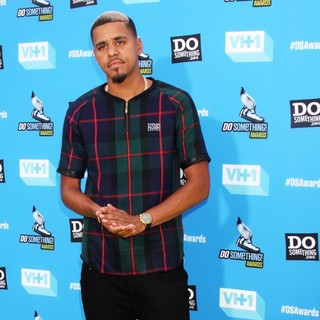 J. Cole in The 2013 Do Something Awards - j-cole-2013-do-something-awards-04