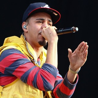 J. Cole in Barclaycard Wireless Festival 2012 - Day 3 - j-cole-barclaycard-wireless-festival-2012-day-3-19