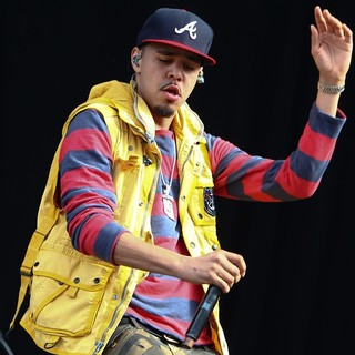 J. Cole in Barclaycard Wireless Festival 2012 - Day 3 - j-cole-barclaycard-wireless-festival-2012-day-3-20