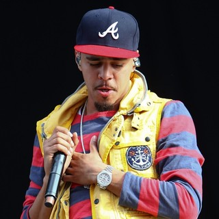 J. Cole in Barclaycard Wireless Festival 2012 - Day 3 - j-cole-barclaycard-wireless-festival-2012-day-3-22