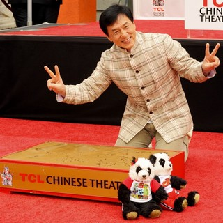 Jackie Chan - Jackie Chan Is Honoured with A Hand and Foot Print Ceremony