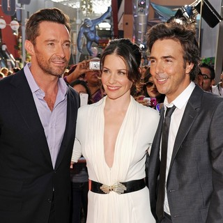 Evangeline Lilly in Los Angeles Premiere of Real Steel - jackman-lilly-premiere-real-steel-02