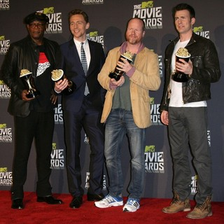Samuel L. Jackson, Tom Hiddleston, Joss Whedon, Chris Evans in 2013 MTV Movie Awards - Press Room