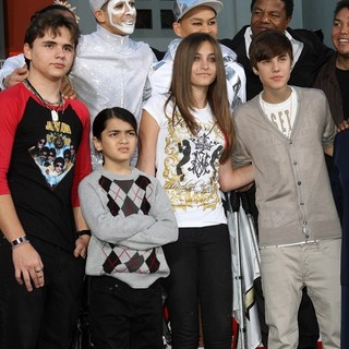 Prince Jackson, Prince Michael II, Paris Jackson, Justin Bieber in Michael Jackson's Family and Children Immortalized Their Late Father in Cement