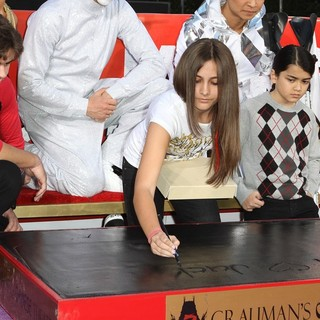 Prince Jackson, Paris Jackson, Prince Michael II in Michael Jackson's Family and Children Immortalized Their Late Father in Cement