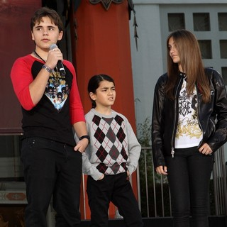 Prince Jackson, Prince Michael II, Paris Jackson in Michael Jackson's Family and Children Immortalized Their Late Father in Cement