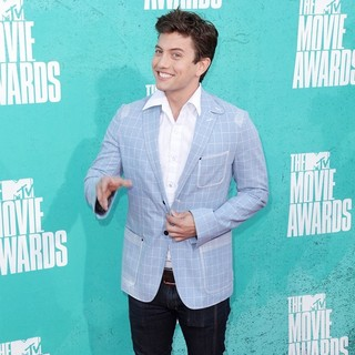 Jackson Rathbone in 2012 MTV Movie Awards - Arrivals