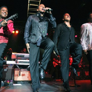 Jermaine Jackson in The Jacksons Unity Tour 2012 - jacksons-unity-tour-2012-01