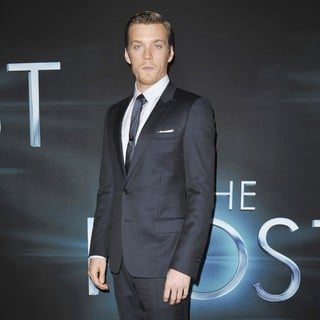 Jake Abel in The Premiere of The Host - Arrivals - jake-abel-premiere-the-host-02