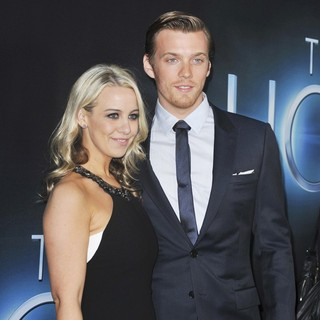 Jake Abel in The Premiere of The Host - Arrivals - jake-abel-premiere-the-host-03