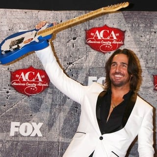 Jake Owen in 2012 American Country Awards - Press Room