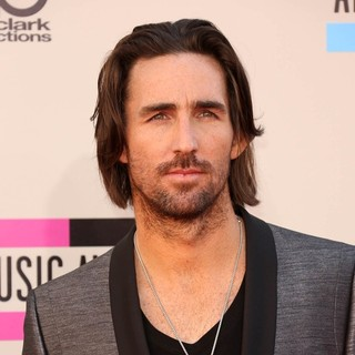 Jake Owen in 2013 American Music Awards - Arrivals