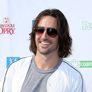 Jake Owen in City of Hope Charity Softball Challenge