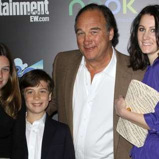 James Belushi in Los Angeles Premiere of The Hunger Games - Arrivals