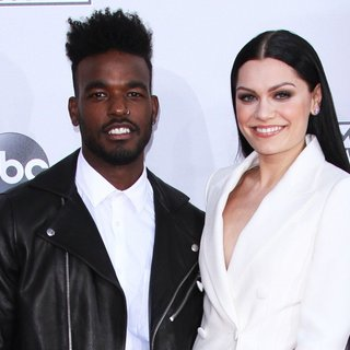 Jessie J in 2014 American Music Awards - Arrivals - james-jessie-j-2014-american-music-awards-01