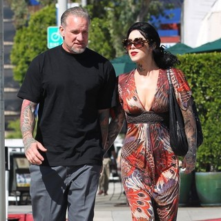 Jesse James, Kat Von D in Jesse James and Kat Von D Have Breakfast Together at Urth Caffe