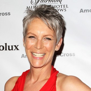 Jamie Lee Curtis in American Red Cross Annual Red Tie Affair - jamie-lee-curtis-red-tie-affair-02