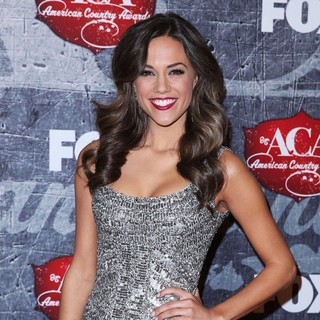 Jana Kramer in 2012 American Country Awards - Arrivals - jana-kramer-2012-american-country-awards-02