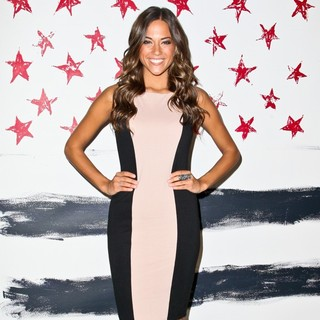 Jana Kramer in Mercedes-Benz New York Fashion Week Spring-Summer 2013 - Alice and Olivia by Stacey Bendet - jana-kramer-mercedes-benz-new-york-fashion-week-spring-summer-2013-01