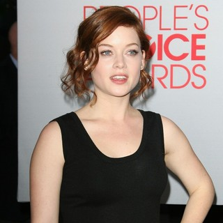 Jane Levy in 2012 People's Choice Awards - Arrivals - jane-levy-2012-people-s-choice-awards-02