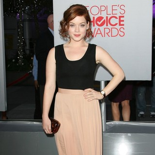 Jane Levy in 2012 People's Choice Awards - Arrivals - jane-levy-2012-people-s-choice-awards-03