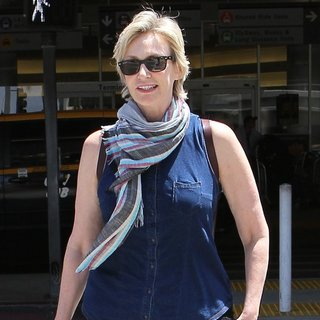 Jane Lynch in Jane Lynch Arriving at Los Angeles International Airport