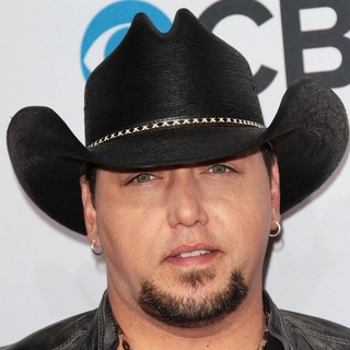 Jason Aldean in People's Choice Awards 2013 - Red Carpet Arrivals